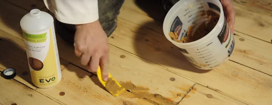 Réparation plancher avec du mastic